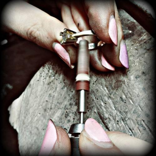 lucidatura-anello-oro-dani-creazioni-gioielli